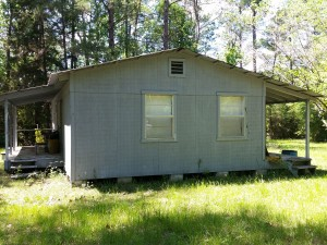 central texas hunting cabin 1 side view